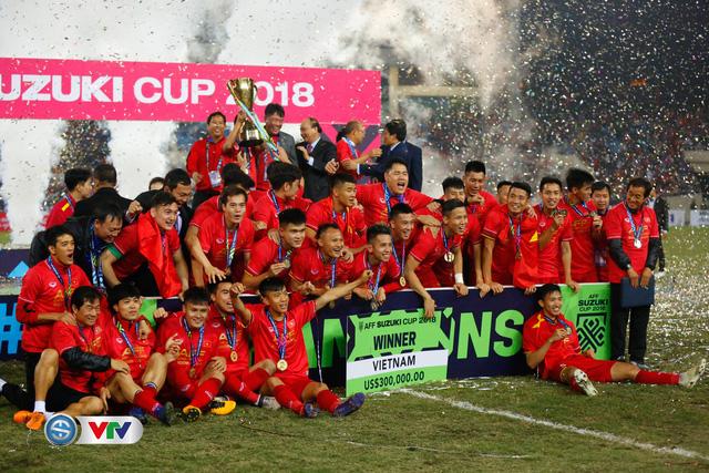 ẢNH: Khoảnh khắc ĐT Việt Nam vỡ òa khi giành chức vô địch lịch sử - Ảnh 13.