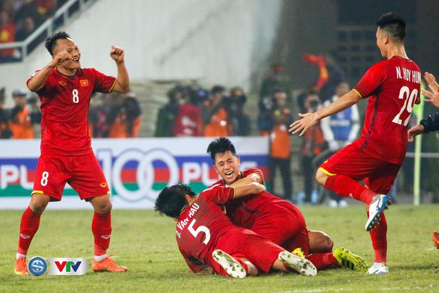 ẢNH: Khoảnh khắc ĐT Việt Nam vỡ òa khi giành chức vô địch lịch sử - Ảnh 2.