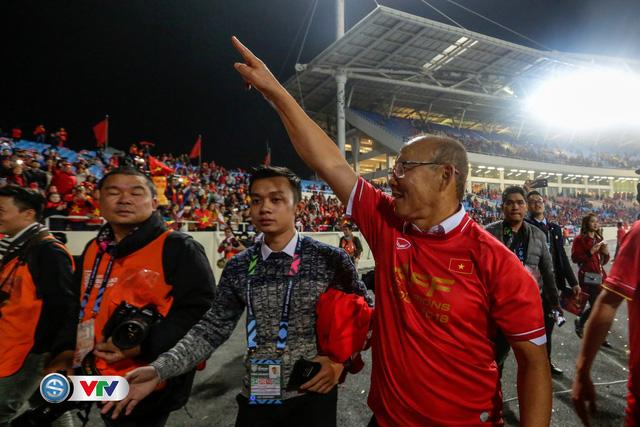 ẢNH: Khoảnh khắc ĐT Việt Nam vỡ òa khi giành chức vô địch lịch sử - Ảnh 14.