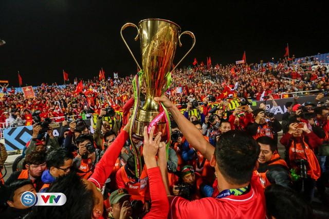 ẢNH: Khoảnh khắc ĐT Việt Nam vỡ òa khi giành chức vô địch lịch sử - Ảnh 15.