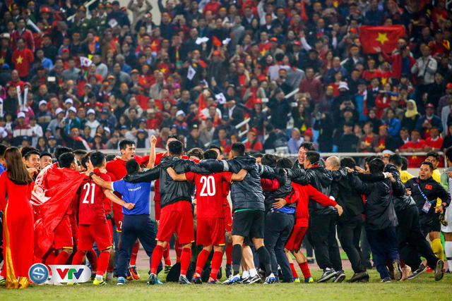 ẢNH: Khoảnh khắc ĐT Việt Nam vỡ òa khi giành chức vô địch lịch sử - Ảnh 5.