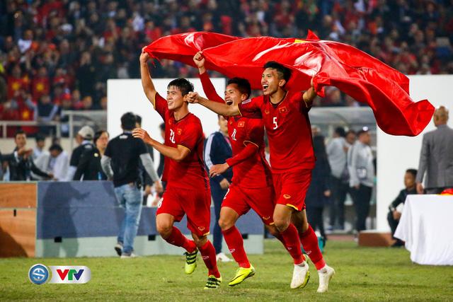 ẢNH: Khoảnh khắc ĐT Việt Nam vỡ òa khi giành chức vô địch lịch sử - Ảnh 6.