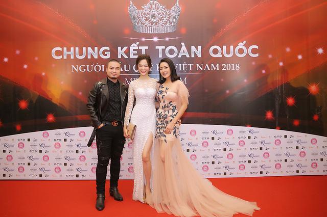 MC Phí Linh khoe vóc dáng mảnh mai bên cạnh bạn dẫn Hạnh Phúc - Ảnh 4.