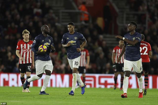 Bảng xếp hạng Ngoại hạng Anh sau vòng 14: Arsenal lọt top 4, Man Utd dậm chân ở hạng 7 - Ảnh 1.