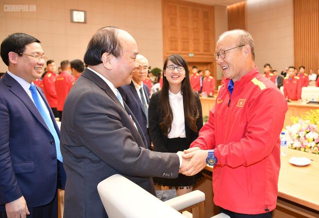 Chùm ảnh: Thủ tướng gặp mặt Đội tuyển Bóng đá Việt Nam - Ảnh 1.