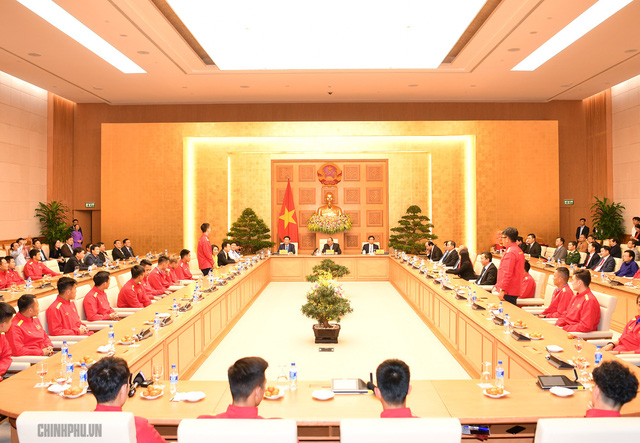 Chùm ảnh: Thủ tướng gặp mặt Đội tuyển Bóng đá Việt Nam - Ảnh 2.