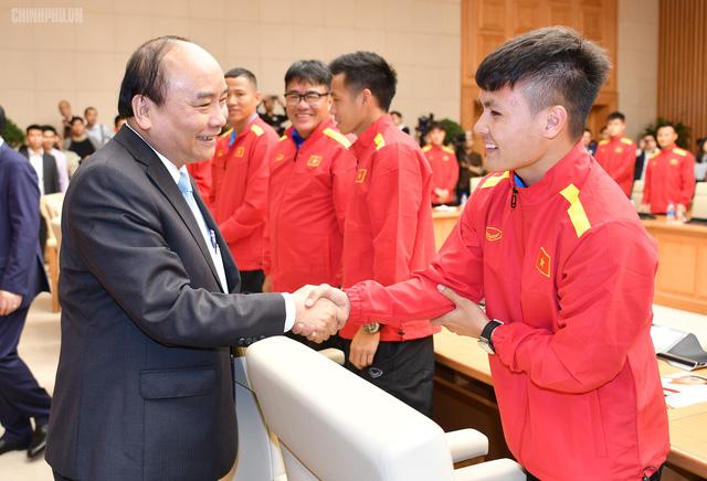 Chùm ảnh: Thủ tướng gặp mặt Đội tuyển Bóng đá Việt Nam - Ảnh 3.