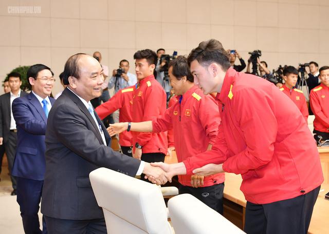 Chùm ảnh: Thủ tướng gặp mặt Đội tuyển Bóng đá Việt Nam - Ảnh 4.