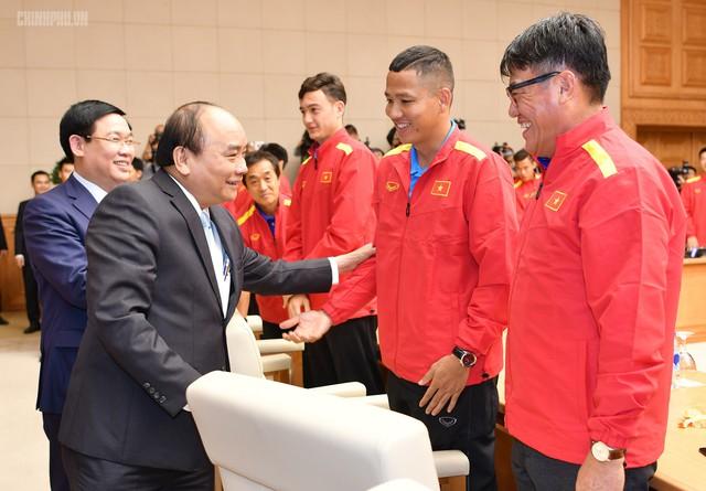 Chùm ảnh: Thủ tướng gặp mặt Đội tuyển Bóng đá Việt Nam - Ảnh 5.