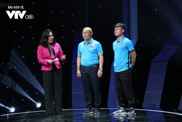 Quang Hải U23 Việt Nam, Hoa hậu Phương Khánh bị bủa vây trên trường quay Dấu ấn 2018 - Ảnh 1.