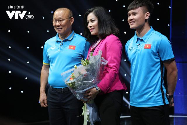Quang Hải U23 Việt Nam, Hoa hậu Phương Khánh bị bủa vây trên trường quay Dấu ấn 2018 - Ảnh 2.