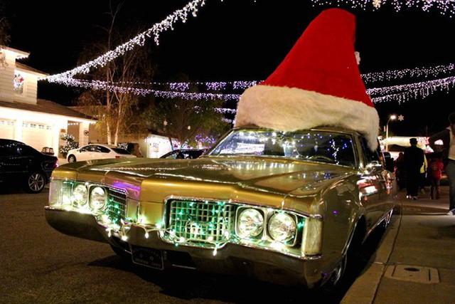Ô tô cho tới xe tăng hóa tuần lộc, ông già Noel dịp Giáng sinh - Ảnh 3.