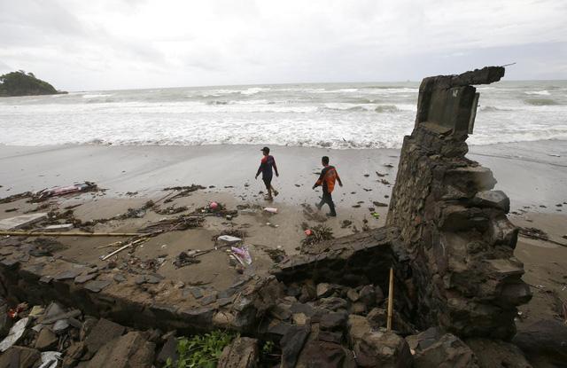 Sóng thần ở Indonesia: Giới chuyên gia cảnh báo về nguy cơ sóng thần mới - Ảnh 1.