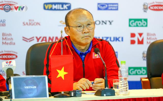 HLV Park Hang Seo cân nhắc gọi lại trung vệ Đình Trọng cho Asian Cup 2019 - Ảnh 1.