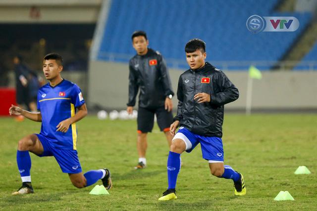 ĐT Việt Nam tập luyện làm quen sân trước trận giao hữu - Ảnh 9.