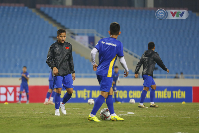 ĐT Việt Nam tập luyện làm quen sân trước trận giao hữu - Ảnh 7.