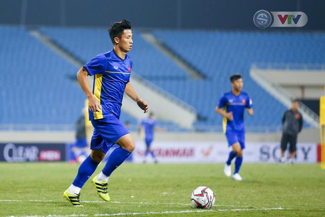 ĐT Việt Nam tập luyện làm quen sân trước trận giao hữu - Ảnh 6.