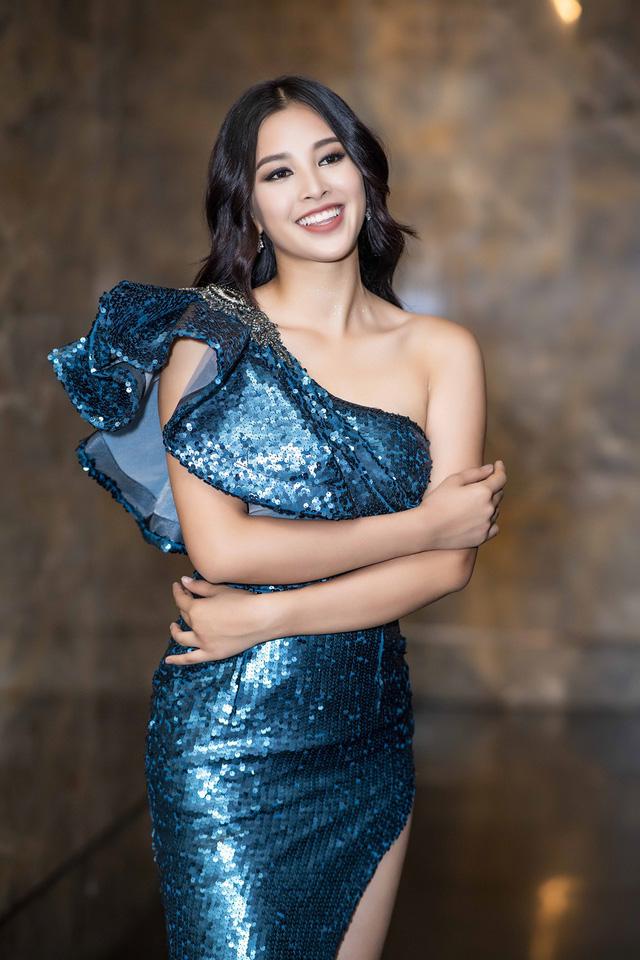 Issac bất ngờ hôn tay khiến Hoa hậu Tiểu Vy ngại ngùng - Ảnh 4.