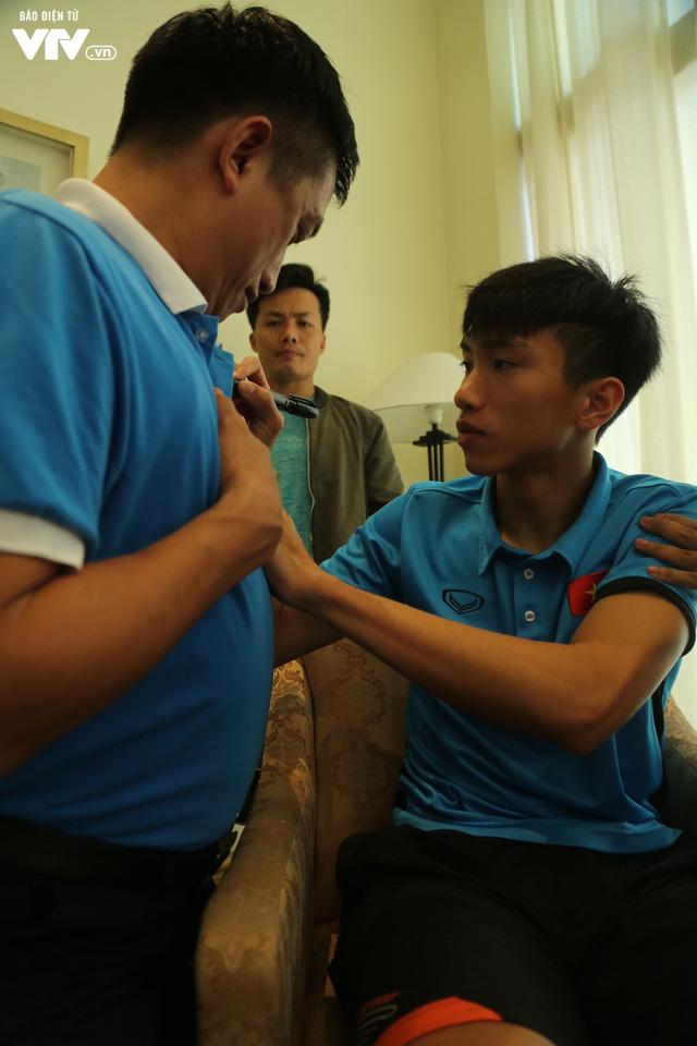 Đội tuyển bóng đá Việt Nam gửi tinh thần chiến thắng tới đảo Trường Sa - Ảnh 10.