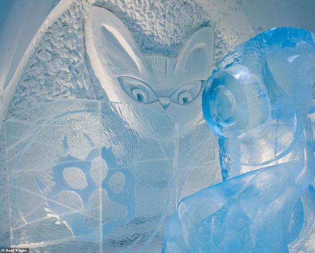 Choáng ngợp với những tuyệt tác điêu khắc trong khách sạn băng Thụy Điển - Ảnh 1.
