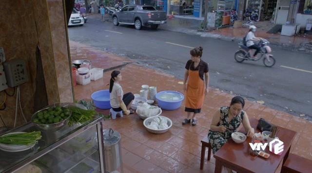Những cô gái trong thành phố - Tập 3: Trúc bị khách ép uống bia rồi giở trò trở mặt - Ảnh 1.