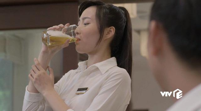 Những cô gái trong thành phố - Tập 3: Trúc bị khách ép uống bia rồi giở trò trở mặt - Ảnh 6.
