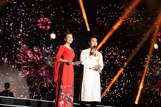Hoàng Oanh gợi cảm, tình tứ bên MC Nguyên Khang - Ảnh 6.
