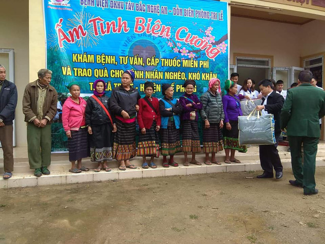 Khám, cấp phát thuốc miễn phí cho người dân có hoàn cảnh khó khăn ở Nghệ An - Ảnh 4.