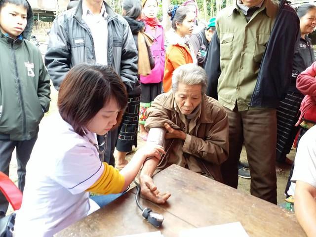 Khám, cấp phát thuốc miễn phí cho người dân có hoàn cảnh khó khăn ở Nghệ An - Ảnh 1.