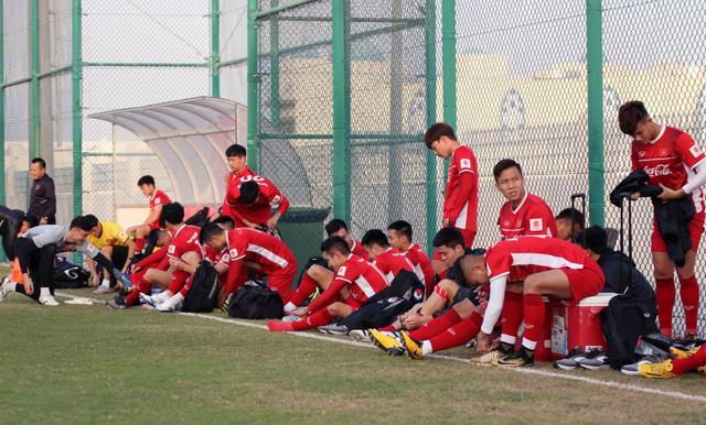ẢNH: Buổi tập đầu tiên của ĐT Việt Nam tại Qatar chuẩn bị cho Asian Cup 2019 - Ảnh 1.
