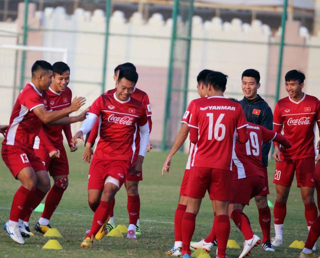 ẢNH: Buổi tập đầu tiên của ĐT Việt Nam tại Qatar chuẩn bị cho Asian Cup 2019 - Ảnh 2.