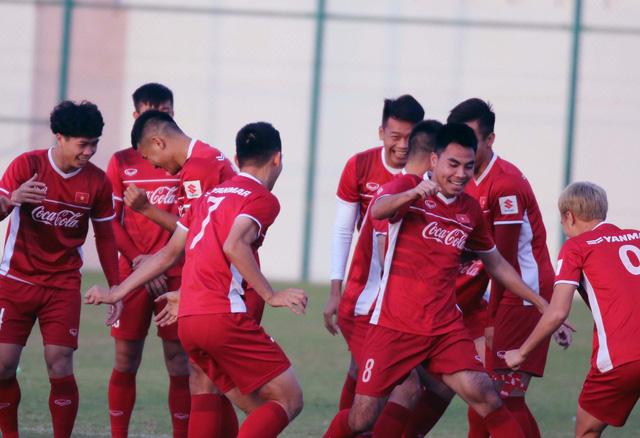 ẢNH: Buổi tập đầu tiên của ĐT Việt Nam tại Qatar chuẩn bị cho Asian Cup 2019 - Ảnh 5.