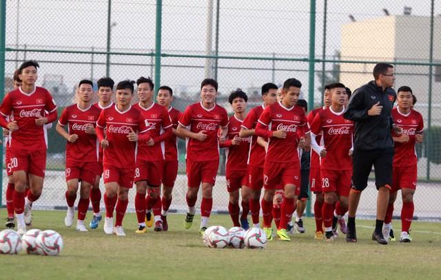 ẢNH: Buổi tập đầu tiên của ĐT Việt Nam tại Qatar chuẩn bị cho Asian Cup 2019 - Ảnh 6.