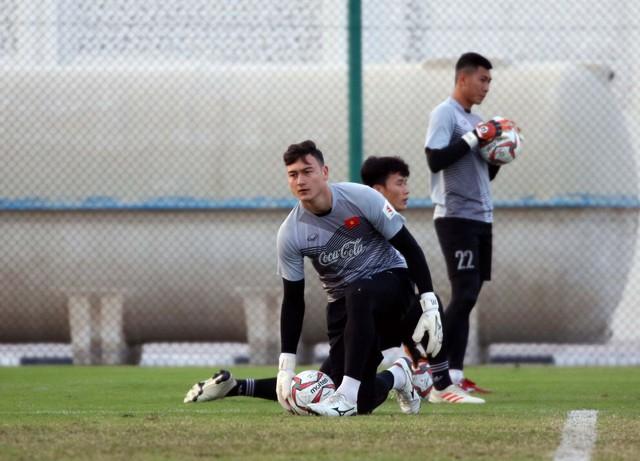 ẢNH: Buổi tập đầu tiên của ĐT Việt Nam tại Qatar chuẩn bị cho Asian Cup 2019 - Ảnh 7.