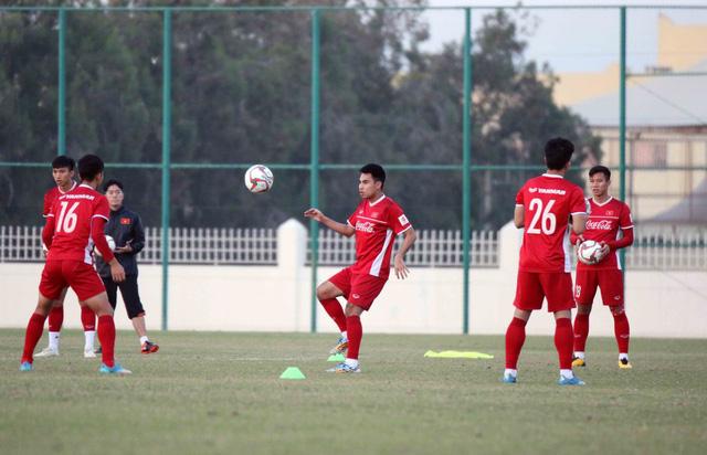 ẢNH: Buổi tập đầu tiên của ĐT Việt Nam tại Qatar chuẩn bị cho Asian Cup 2019 - Ảnh 8.