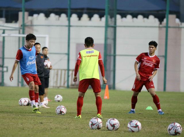 ẢNH: Buổi tập đầu tiên của ĐT Việt Nam tại Qatar chuẩn bị cho Asian Cup 2019 - Ảnh 9.