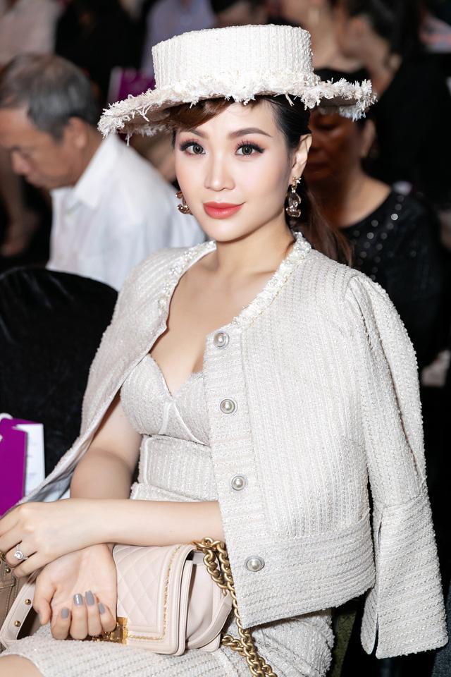 BTV Diễm Trang biến hóa với phong cách quý tộc cổ điển bên con gái - Ảnh 4.