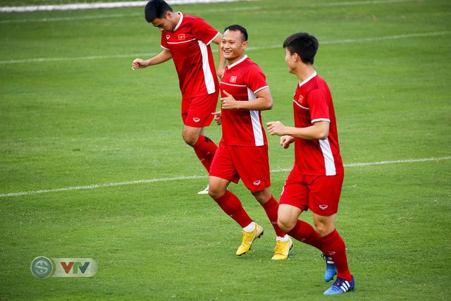 AFF Cup 2018: ĐT Việt Nam đón tin không vui trước trận bán kết lượt về - Ảnh 7.