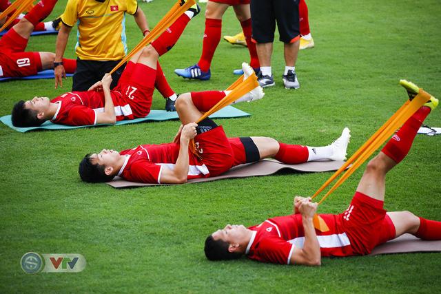 AFF Cup 2018: ĐT Việt Nam đón tin không vui trước trận bán kết lượt về - Ảnh 6.