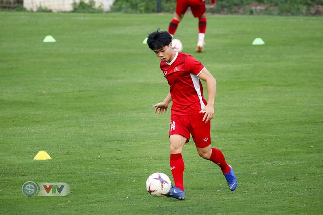 AFF Cup 2018: ĐT Việt Nam đón tin không vui trước trận bán kết lượt về - Ảnh 9.