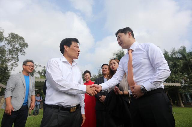 Bộ trưởng Nguyễn Ngọc Thiện trao thưởng cho các huy chương Bắn súng - Ảnh 7.