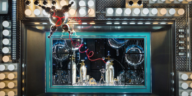 Không khí Giáng sinh qua những ô cửa kính ở New York, Mỹ - Ảnh 4.