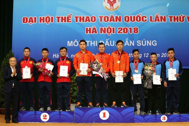 Bộ trưởng Nguyễn Ngọc Thiện trao thưởng cho các huy chương Bắn súng - Ảnh 4.