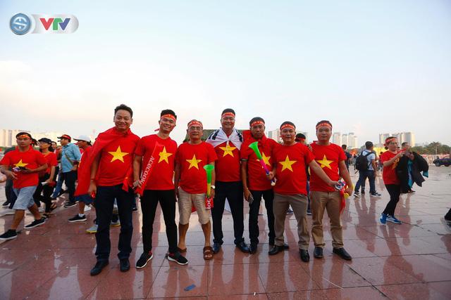 AFF Cup 2018: Các CĐV Việt Nam đến sân sớm trước trận gặp ĐT Philippines - Ảnh 15.