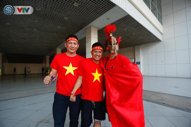 AFF Cup 2018: Các CĐV Việt Nam đến sân sớm trước trận gặp ĐT Philippines - Ảnh 13.