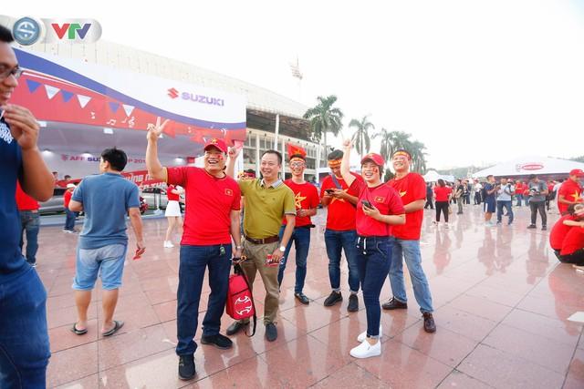 AFF Cup 2018: Các CĐV Việt Nam đến sân sớm trước trận gặp ĐT Philippines - Ảnh 11.