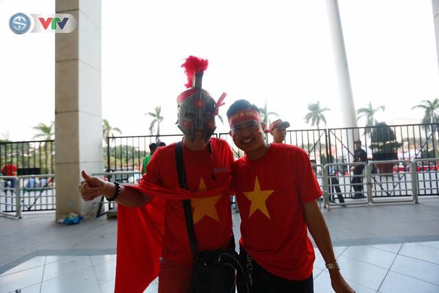 AFF Cup 2018: Các CĐV Việt Nam đến sân sớm trước trận gặp ĐT Philippines - Ảnh 10.