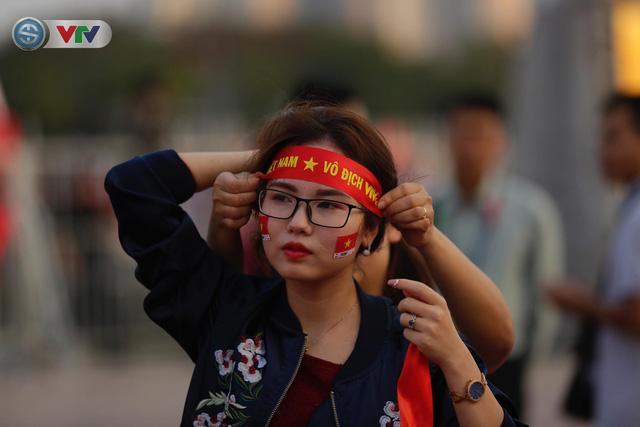 AFF Cup 2018: Các CĐV Việt Nam đến sân sớm trước trận gặp ĐT Philippines - Ảnh 9.