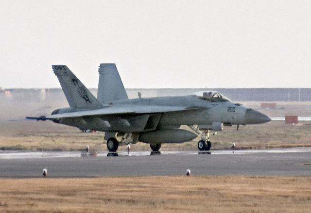 Hai máy bay của quân đội Mỹ gặp nạn trên biển - Ảnh 2.