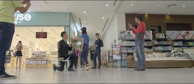 Yêu thì ghét thôi - Tập 28: Dũng (Duy Nam) mặt dày tỏ tình với Phương Anh (Trang Cherry) giữa trung tâm thương mại - ảnh 4